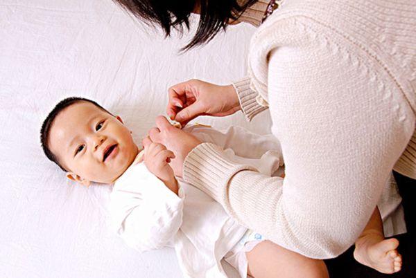 如何判断宝宝是否需要添衣或者是脱衣?-