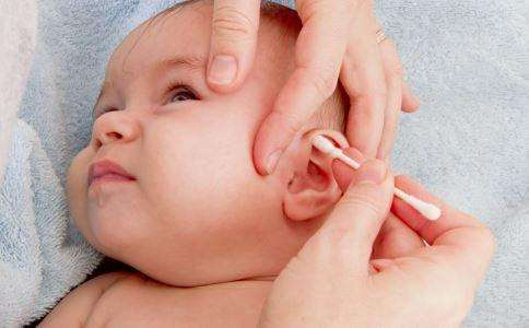 月嫂须知:如何来给宝宝清理耳朵?-晨心家政